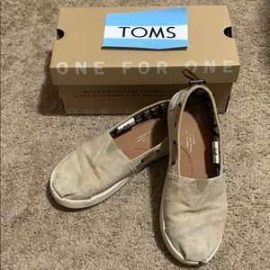 Girls TOMS tan canvas shoes